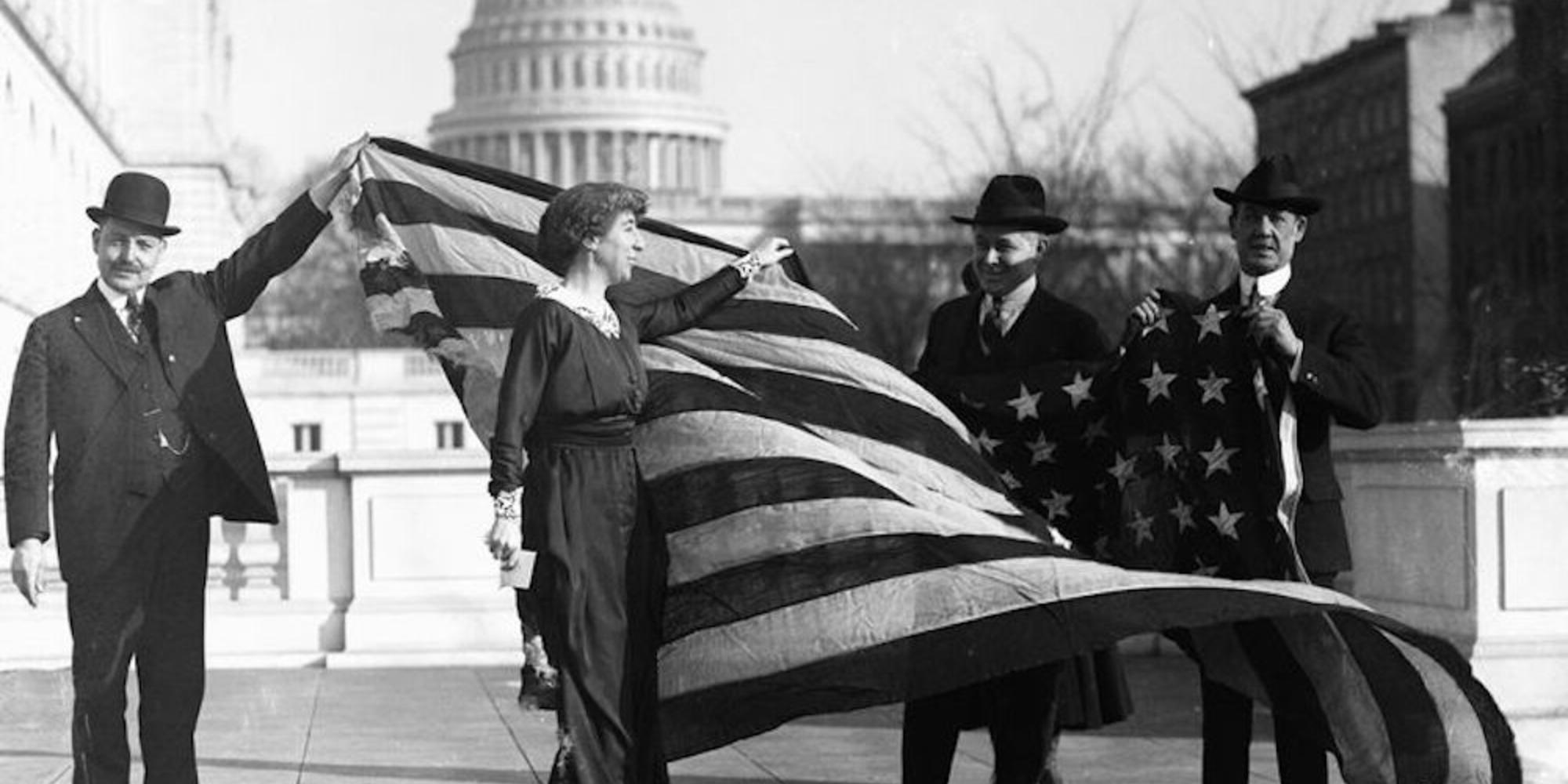 桃皮绒兰, first Woman elected to Congress, receiving the flag of the House of Representatives upon passage of women's suffrage.